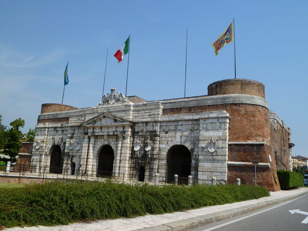 Ultimato il restauro di Porta Nuova a Verona - Radio Pico